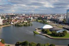 Εναέρια άποψη του νότιου μέρους του Μινσκ με το Hill τριάδας, το τετράγωνο ελευθερίας, το παλάτι του αθλητισμού και τον ποταμό Sv Στοκ φωτογραφία με δικαίωμα ελεύθερης χρήσης