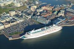 Εναέρια άποψη του ξενοδοχείου Frontenac πύργων, ενός σκάφους της γραμμής κρουαζιέρας και ενός παλαιού λιμένα στο Κεμπέκ Cit Στοκ Εικόνες