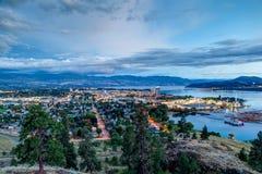 Εναέρια άποψη του ορίζοντα Kelowna τη νύχτα Στοκ Εικόνες