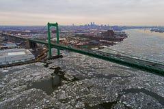 Εναέρια άποψη του παγωμένου ποταμού Φιλαδέλφεια του Ντελαγουέρ Στοκ φωτογραφία με δικαίωμα ελεύθερης χρήσης