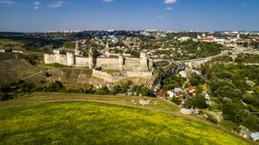 Εναέρια άποψη του παλαιού φρουρίου Πέτρινο κάστρο στην πόλη kamenets-Podolsky Όμορφο παλαιό κάστρο στην Ουκρανία στοκ φωτογραφία με δικαίωμα ελεύθερης χρήσης