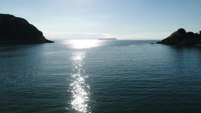 Εναέρια άποψη του πετώντας κηφήνα του τοπίου θάλασσας απόθεμα βίντεο