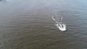 Εναέρια άποψη του ποταμού Φιλαδέλφεια του Ντελαγουέρ λέμβων ταχύτητας αλιείας ευχαρίστησης φιλμ μικρού μήκους