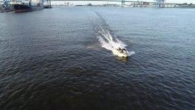 Εναέρια άποψη του ποταμού Φιλαδέλφεια του Ντελαγουέρ λέμβων ταχύτητας αλιείας ευχαρίστησης απόθεμα βίντεο