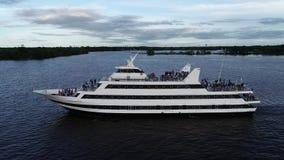 Εναέρια άποψη του ποταμού Φιλαδέλφεια PA του Ντελαγουέρ επιβατηγών πλοίων απόθεμα βίντεο