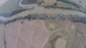 Εναέρια άποψη του ποταμού Etowah επί του ιστορικού τόπου αναχωμάτων Etowah στοκ εικόνες
