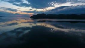 Εναέρια άποψη του ποταμού Yenisei κατά τη διάρκεια του ηλιοβασιλέματος στη Δημοκρατία Khakassia Ρωσία απόθεμα βίντεο