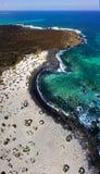 Εναέρια άποψη του σπειροειδούς Caleta, σπειροειδής παραλία, χαλίκια σχετικά με το έδαφος που διαμορφώνει μια σπείρα Orzola, Lanza στοκ εικόνες