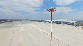 Εναέρια άποψη του σύγχρονου διεθνούς τερματικού αερολιμένων σε όλο το διακινούμενο &kapp Κενή κεραία αερολιμένων Άποψη Στοκ εικόνες με δικαίωμα ελεύθερης χρήσης