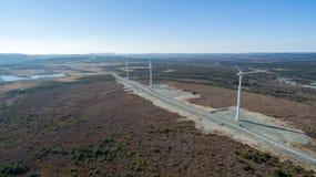 Εναέρια άποψη του σύγχρονου στροβίλου ανεμόμυλων, αιολική ενέργεια, πράσινη ενέργεια Στοκ Φωτογραφία