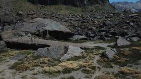 Εναέρια άποψη του τοπίου και της φύσης rmountains φιλμ μικρού μήκους