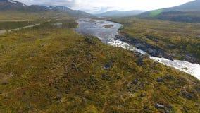 Εναέρια άποψη του τοπίου της Νορβηγίας, ποταμός στην ηλιόλουστη ημέρα στοκ εικόνες με δικαίωμα ελεύθερης χρήσης