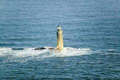 Εναέρια άποψη του φάρου που περιβάλλεται εν πλω από το νερό στην ακτή του Μαίην, νότος του Πόρτλαντ Στοκ Φωτογραφία