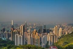 Εναέρια άποψη του Χονγκ Κονγκ από την αιχμή Βικτώριας το βράδυ Στοκ Φωτογραφία