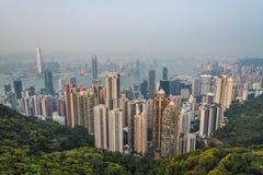Εναέρια άποψη του Χονγκ Κονγκ από την αιχμή Βικτώριας το βράδυ Στοκ Φωτογραφίες