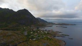 Εναέρια άποψη του ψαροχώρι Α στα νησιά Lofoten στον ήλιο μεσάνυχτων, Νορβηγία στοκ φωτογραφία με δικαίωμα ελεύθερης χρήσης