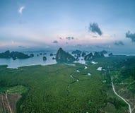 Εναέρια άποψη του όμορφου κόλπου Phang Nga στην Ταϊλάνδη Στοκ Φωτογραφία