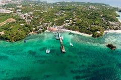 Εναέρια άποψη του όμορφου κόλπου στα τροπικά νησιά Νησί Boracay Στοκ Φωτογραφία