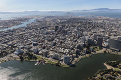 Εναέρια άποψη του Όουκλαντ προς το Σαν Φρανσίσκο Στοκ Εικόνες