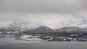 Εναέρια άποψη του Bodo, Νορβηγία το νεφελώδες πρωί απόθεμα βίντεο
