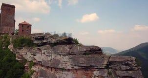 Εναέρια άποψη του Castle Trifels και τοπίο Γ Annweiler επαρχίας απόθεμα βίντεο