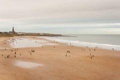 Εναέρια άποψη των ανθρώπων strolling στην παραλία στις βόρειες ασπίδες Στοκ Εικόνα