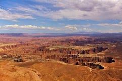 Εναέρια άποψη των απότομων φαραγγιών από την κορυφή ενός υψηλού mesa, εθνικό πάρκο Canyonlands, Γιούτα, ΗΠΑ στοκ φωτογραφία με δικαίωμα ελεύθερης χρήσης