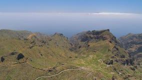 Εναέρια άποψη των βουνών άνωθεν Tenerife κοντά στο ηφαιστειακό βουνό EL Teide, Canarias, Ισπανία φιλμ μικρού μήκους