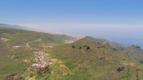 Εναέρια άποψη των βουνών άνωθεν Tenerife κοντά στο ηφαιστειακό βουνό EL Teide, Canarias, Ισπανία απόθεμα βίντεο