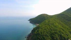 Εναέρια άποψη των δύσκολων νησιών στη θάλασσα Andaman, Ταϊλάνδη poda Ταϊλάνδη krabi νησιών Μακροχρόνια έκθεση της παραλίας Makua Στοκ φωτογραφία με δικαίωμα ελεύθερης χρήσης
