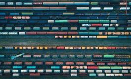 Εναέρια άποψη των ζωηρόχρωμων φορτηγών τρένων Στοκ φωτογραφίες με δικαίωμα ελεύθερης χρήσης