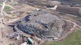 Εναέρια άποψη των μεγάλων υλικών οδόστρωσης Απόρριψη απορριμάτων απο φιλμ μικρού μήκους