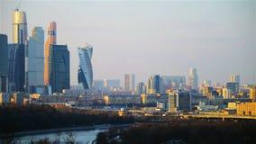 Εναέρια άποψη των ουρανοξυστών πόλεων της Μόσχας απόθεμα βίντεο