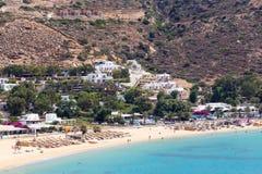 Εναέρια άποψη των παραλιών του ελληνικού νησιού Ios του νησιού, Κυκλάδες στοκ εικόνες