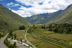 Εναέρια άποψη των πεζουλιών γεωργίας Inca στην ιερή κοιλάδα του Incas στοκ φωτογραφία