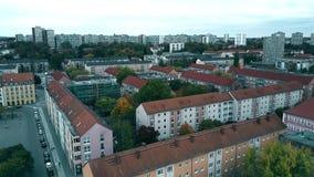 Εναέρια άποψη των σπιτιών διαμερισμάτων στη Φρανκφούρτη Oder, Γερμανία φιλμ μικρού μήκους