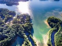 Εναέρια άποψη των σπιτιών και των αποβαθρών βαρκών στη λίμνη Lanier στοκ φωτογραφία με δικαίωμα ελεύθερης χρήσης