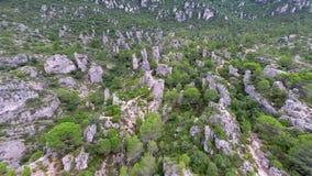 Εναέρια άποψη των σχηματισμών βράχου απόθεμα βίντεο