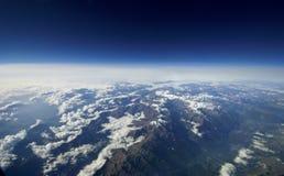 Εναέρια άποψη των σύννεφων πέρα από τη γη. Στοκ εικόνες με δικαίωμα ελεύθερης χρήσης