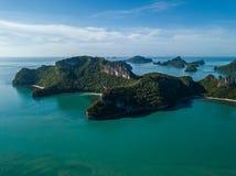 Εναέρια άποψη των τροπικών νησιών στο εθνικό θαλάσσιο πάρκο Angthong στην Ταϊλάνδη Στοκ Φωτογραφίες