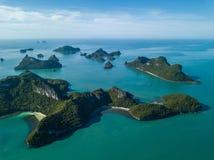 Εναέρια άποψη των τροπικών νησιών στο εθνικό θαλάσσιο πάρκο Angthong στην Ταϊλάνδη Στοκ Εικόνες