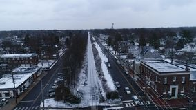 Εναέρια άποψη των χιονισμένων διαδρομών σιδηροδρόμου απόθεμα βίντεο