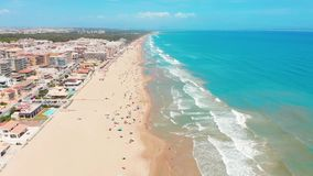 Εναέρια άποψη των όμορφων παραλιών της πλευράς Blanco, Ισπανία απόθεμα βίντεο