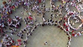 Εναέρια άποψη χορού φιλίας απόθεμα βίντεο