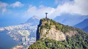 Εναέρια άποψη Χριστού ο απελευθερωτής και η πόλη Ρίο ντε Τζανέιρο στοκ φωτογραφία με δικαίωμα ελεύθερης χρήσης