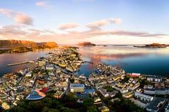 Εναέρια άποψη Alesund, Νορβηγία στην ανατολή Στοκ Φωτογραφίες