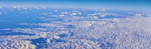 Εναέρια άποψη Cloudscape πέρα από midwest τα κράτη στην πτήση πέρα από το Κολοράντο, το Κάνσας, το Μισσούρι, το Ιλλινόις, τη Ιντι στοκ εικόνες