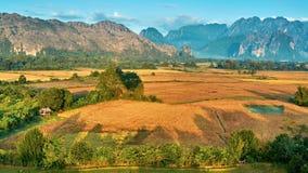 Εναέρια αγροτική άποψη ανατολής κοιλάδων βουνών απόθεμα βίντεο