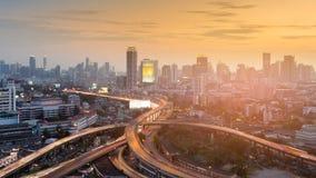 Εναέρια ανταλλαγή εθνικών οδών άποψης στο στο κέντρο της πόλης τόνο ηλιοβασιλέματος πόλεων στοκ φωτογραφία με δικαίωμα ελεύθερης χρήσης