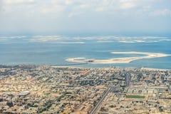 εναέρια αραβικά εμιράτα του κεντρικού Ντουμπάι όπως την ψυχαγωγική ενωμένη όψη φυτειών φοινικών βλεμμάτων στοκ εικόνα με δικαίωμα ελεύθερης χρήσης